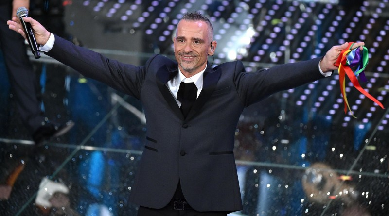 Italian singer Eros Ramazzotti performs on stage during the Sanremo Italian Song Festival at the Ariston theater in Sanremo, Italy,  10 February 2016. The music festival will run from 09 to 13 February. ANSA/ETTORE FERRARI